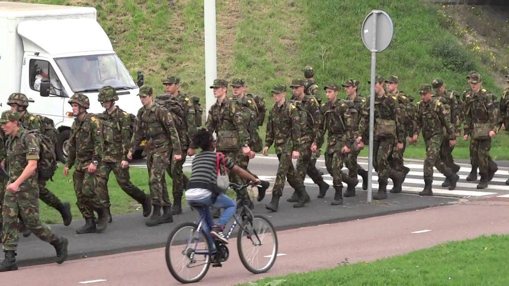 Militairen in de Bijlmer maxresdefault